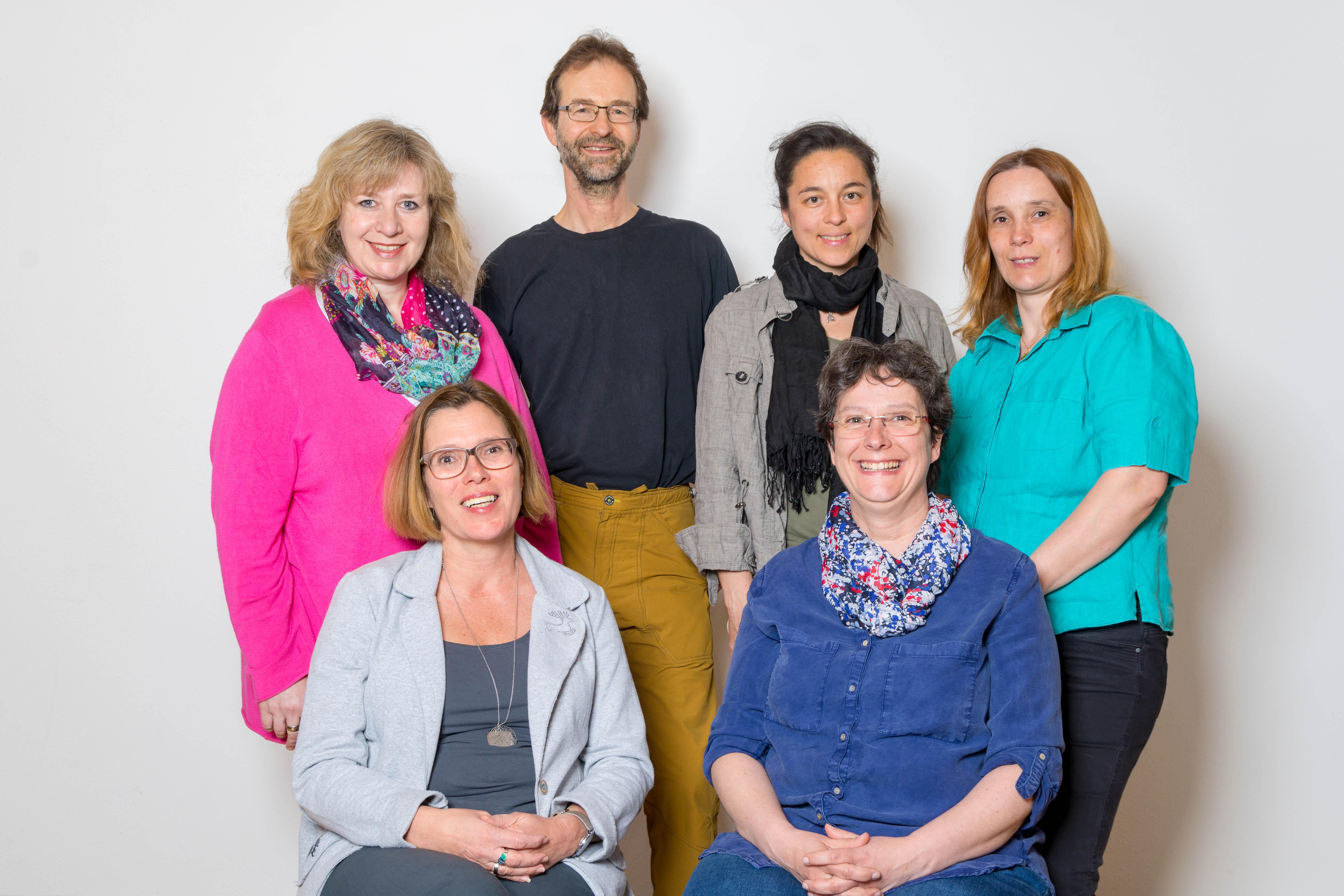 von links: Claudia Lechner (Schriftführerin), Carla Albers (2. Vorsitzende), Stephan Abel (Beisitzer), Thamina Schreiber (Beisitzer), Andrea Meier (1. Vorsitzende), Annett Soravia (Vorstand Finanzen)