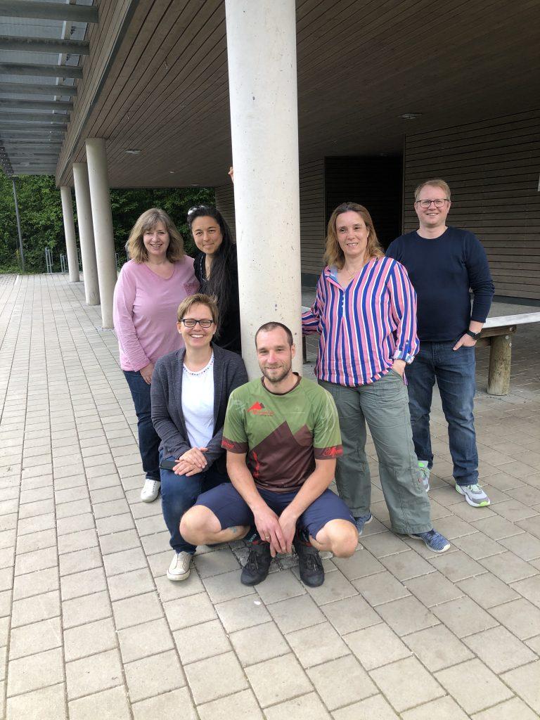von links oben:  Melanie Tischner (2. Vorsitzende), Claudia Lechner (Schriftführerin), Thamina Schreiber (1. Vorsitzende),  Annett Soravia (Vorstand Finanzen), Ralph Nöth (Beisitzer) Tobias Jungwirth (Beisitzer)
